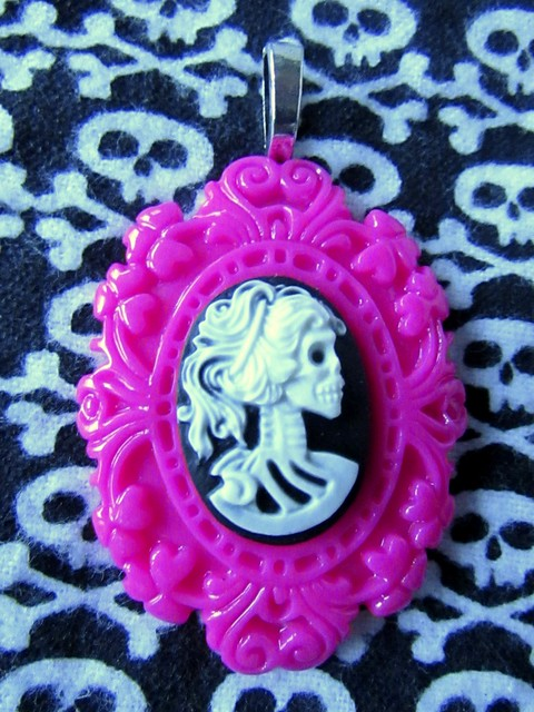 Creating a Simple Framed Cameo Pendant