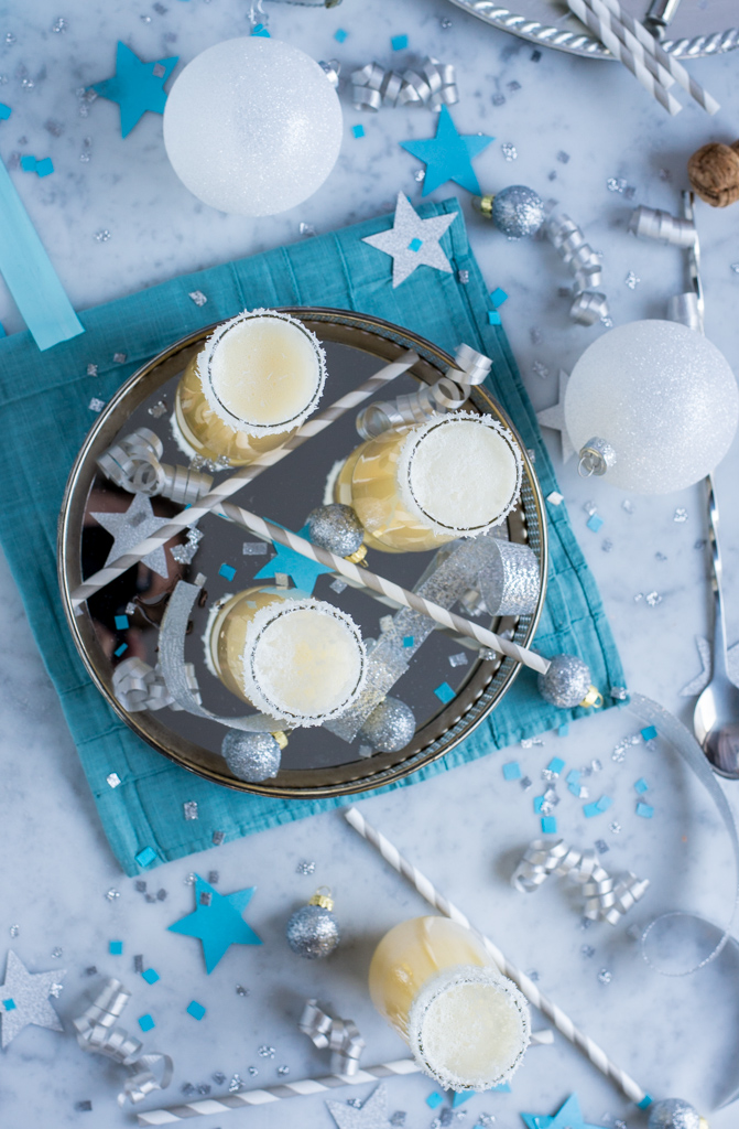 Pineapple Coconut Champagne Cocktail www.pineappleandcoconut.com #NewYears #Cocktail