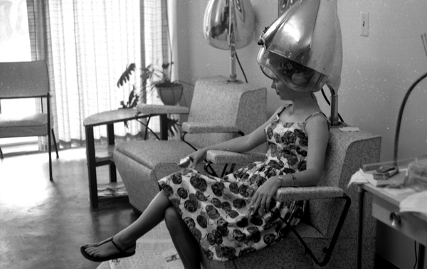 Unidentified woman at a beauty parlor in Tallahassee, Florida
