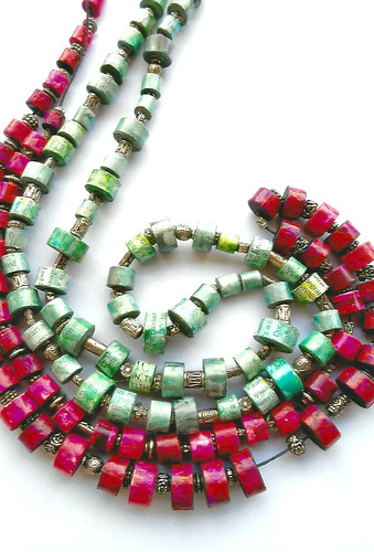 paper-bead-necklaces