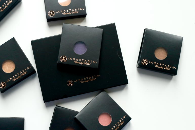 beverly hills single personals An individual pan of pressed powder eyeshadow available in a large range of colours, anastasia beverly hills' eyeshadow single colours and enhances the eyes in matte, metallic, shimmer and satin finishes, apply wet or dry to create a range of simple and detailed eye looks.