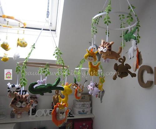 ♥♥♥ E há dias em que o atelier fica assim... uma selva! by sweetfelt \ ideias em feltro