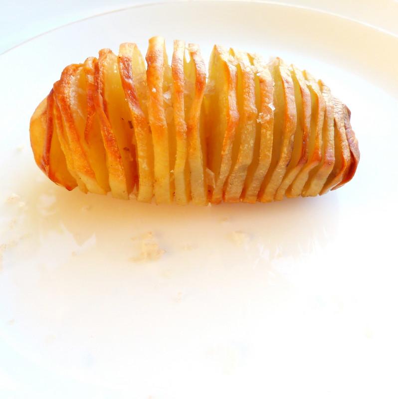 Gato azul pomme de terre en porte feuilles de laurier - Feuille pomme de terre ...
