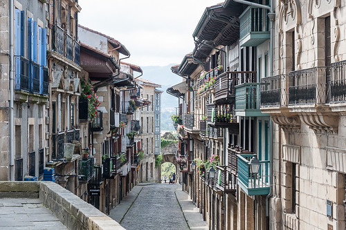Calle Mayor, Hondarribia | by jacqueline.poggi