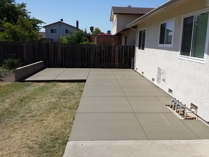 Patio With Seating Wall In Vacaville