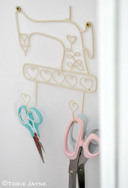 Hanging scissors