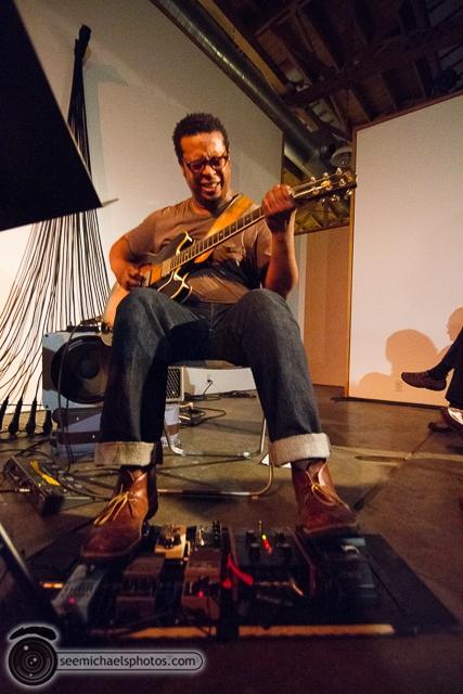 Jeff Parker Trio at Space 4 Art 51413 © Michael Klayman-009