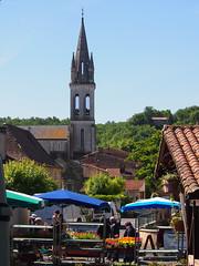 Lalinde market day - Photo of Sainte-Foy-de-Longas