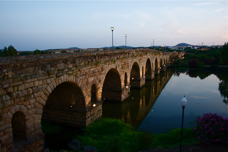 Mérida y su puente romano. Autor, Diego M. Castañeda