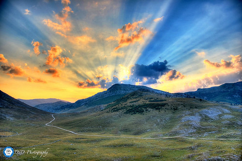 blue camping sky orange mountain green clouds sunrise nikon bosnia valley herzegovina rays hercegovina bosna lukomir