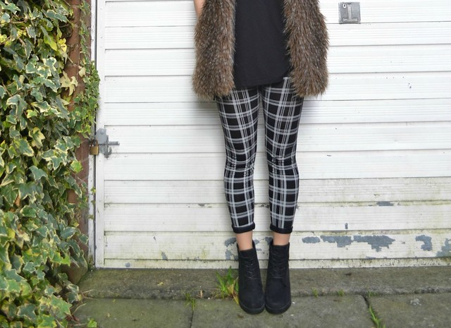 Check print leggings 4