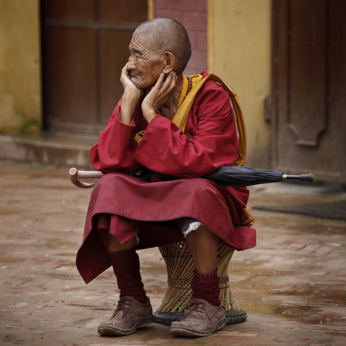 nepal portrait rain monk buddhism streetscene kathmandu bodhnath bodhnathstupa