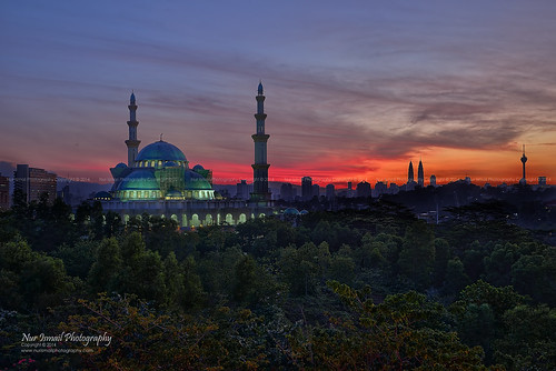 sunrise hdr klcc kltower klskyline masjidwilayah hdrphotography publika sifoocom klcityskyline solarisdutamas nikond800e nurismailphotography nurismailmohammed nurismail klcitysunriseskyline