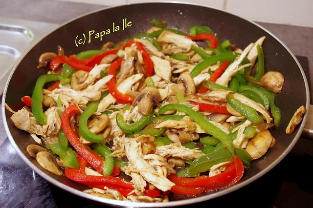 Tagliatelle cu ardei, ciuperci si pui (4)