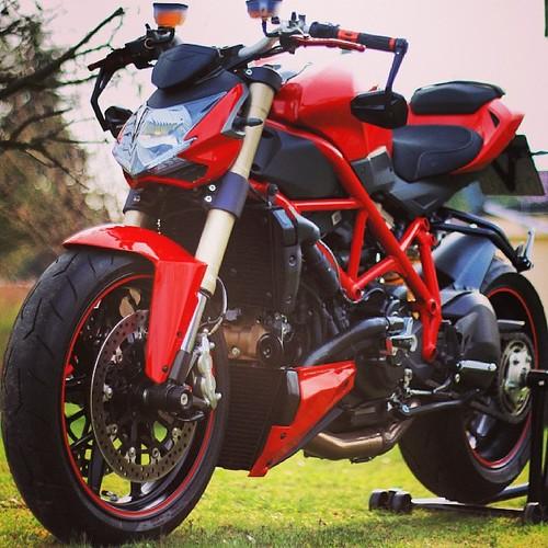 #ducati #streetfighter #848 #848evo #streetfighter848 @instamotogallery #instamotogallery #red #rot #wiese #green #love #meine #süße #love #red @instagram #instagram