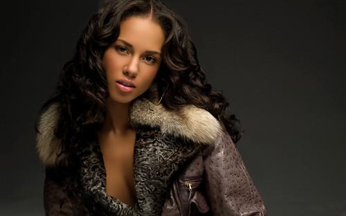 Alicia-Keys-in-Fur-Rimmed-Coat-1920x1200-alicia-keys-7331556-1920-1200