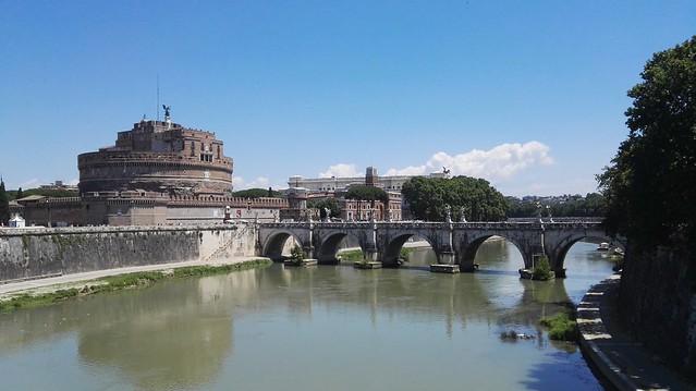 Die Engelsburg mit dem Tiber und der Engelsbrücke