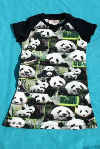Kleedje voor Nina - Panda's!