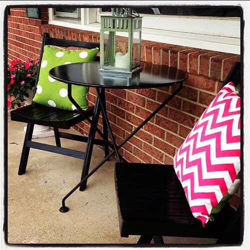 chevron pillows on the front porch