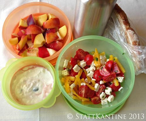 Stattkantine 5. August 2013 - Tomaten-Ziegenkäse-Salat, Nektarinen, Apfelsaftschorle