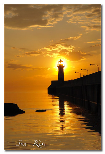 lighthouse sunrise golden lakesuperior canalpark duluthminnesota sonydscr1lens