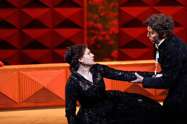 Anja Harteros as Elizabeth and Jonas Kaufmann as Don Carlo in Don Carlo © ROH / Catherine Ashmore 2013