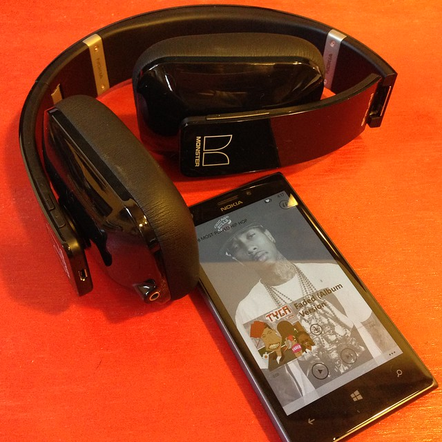 Nokia Lumia 925 & Purity Pro Wireless Headphones