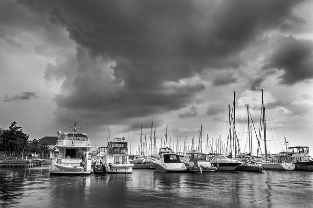Гавань Бронтэ во время шторма