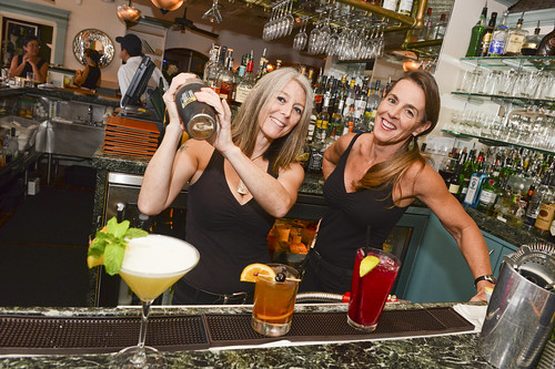 014_lahaina_grill_bar_drinks_by-Sean-Hower