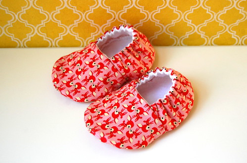 Baby booties with cute red deer on pink - size 0-6 months
