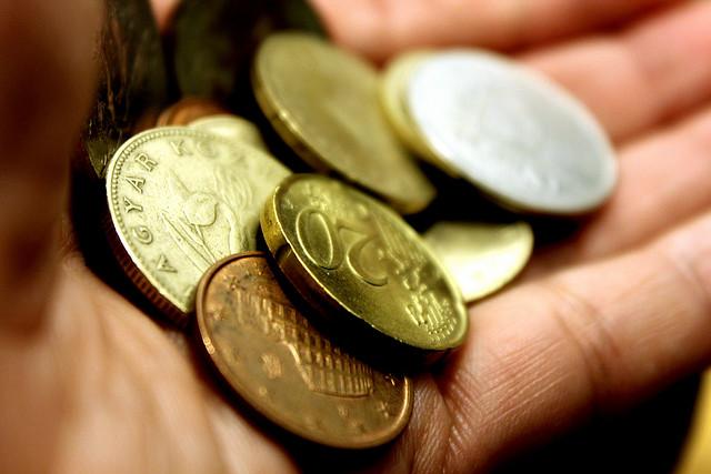 別為一塊錢跟同學起爭執,因為那無關金錢,而是自尊!