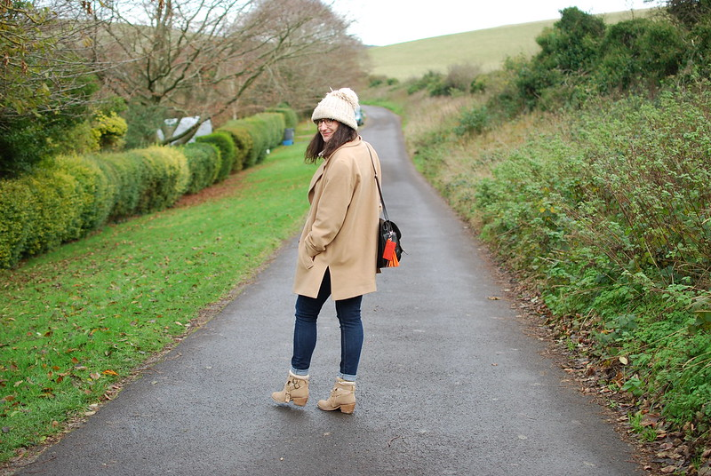 chambray and curls easy autumn outfit camel and navy