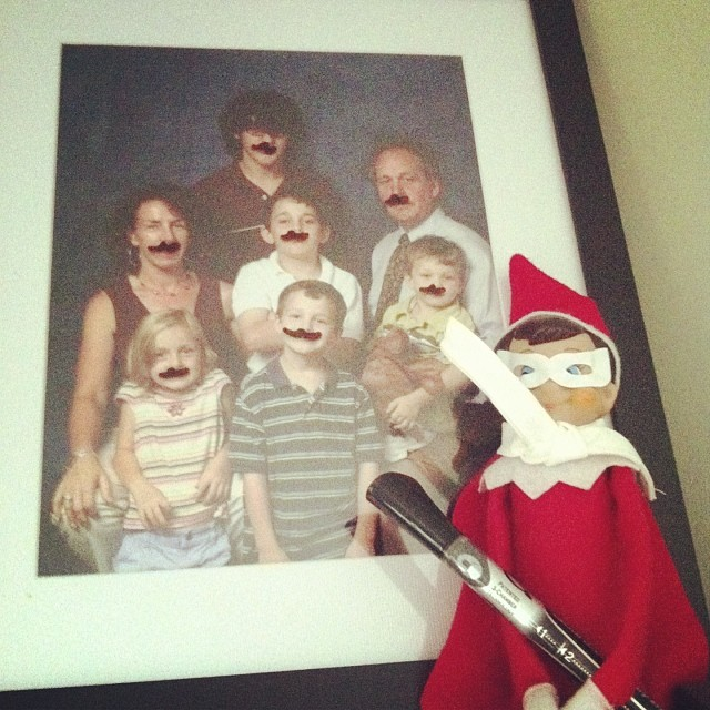 #elftakeover : Drawing mustaches