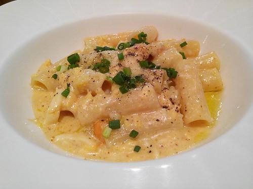 Rigatoni with sea urchin and scrambled eggs in cream sauce