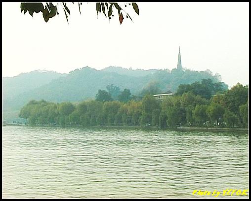 杭州 西湖 (其他景點) - 649 (湖濱路湖畔旁望向杭州地標 保淑塔)