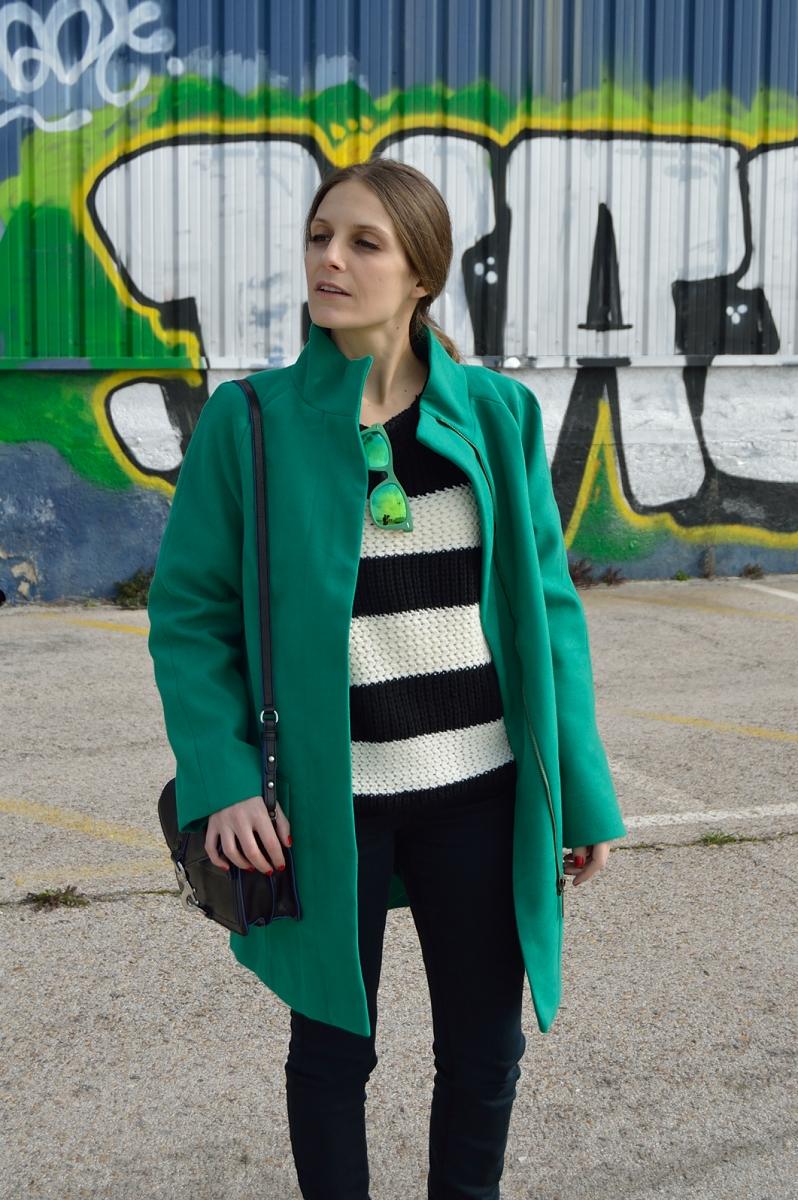 lara-vazquez-madlula-blog-fashion-trends-green-coat-shades-streetstyle