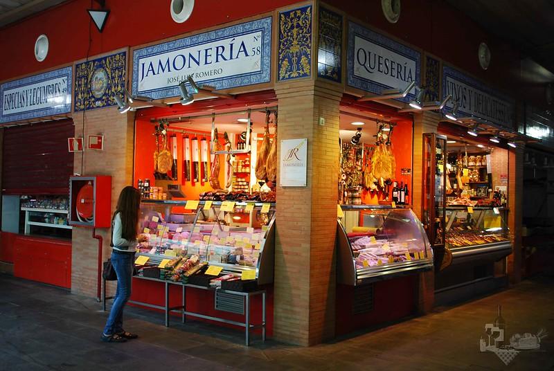 Jamonería José Luis Romero. Quesería, vinos y delicatessen. Puesto nº58 del Mercado de Triana.