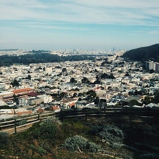 The 'grand view'. Part II. The city spreads for a couple of miles, all the way to the bay, split by parks and hills and ending with skyscrapers. On a clear day, though, one can fully appreciate the depth of the situation ☁ #sf #sanfrancisco #grandviewpark