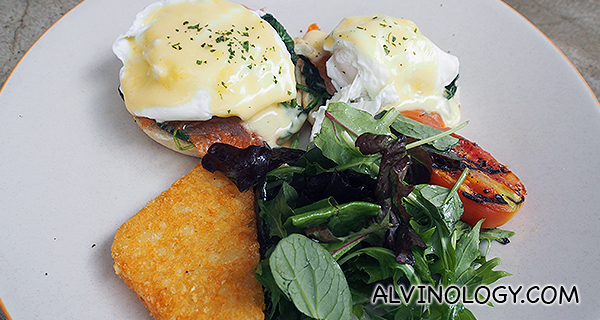 District 10 Eggs Benedict with Sauteed Spinach, Smoked Salmon & Hollandaise Sauce S$16++