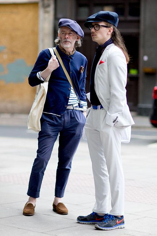 紺カーディガン×テーパードパンツ&白スーツ