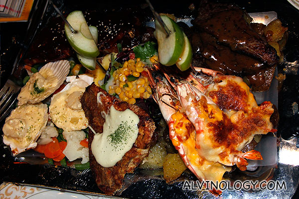 The Queen Victoria 2-3pax (Meat & Seafood) (Roasted beef with black pepper sauce, Premium BBQ baby back ribs, Pan Seared snapper with wasabi mayo sauce, Oven Baked King Prawns with melted Australian cheese, Sauteed scallop with garlic & wine sauce) - $108.50