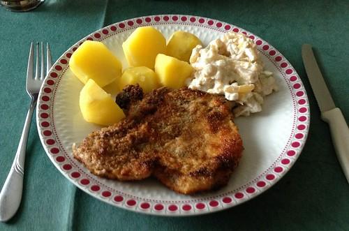 Schweinekotelett mit Bohnensalat & Salzkartoffeln / Pork cutlet with bean salad & potatoes