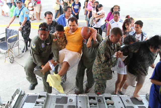 Haiyan relief [Image 2 of 14]