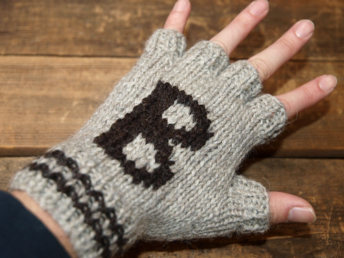 Black Sheep / Fingerless Mitt