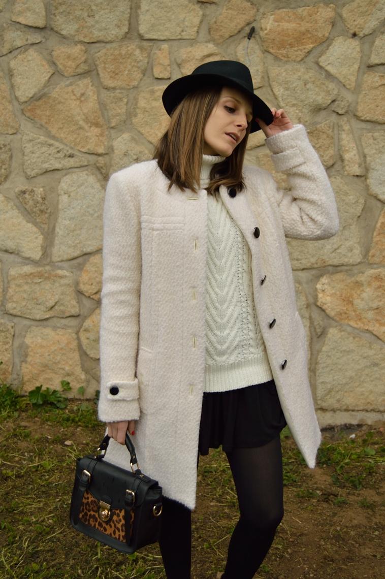 lara-vazquez-madlula-streetstyle-chic-white-coat-fashion-blogger-hat