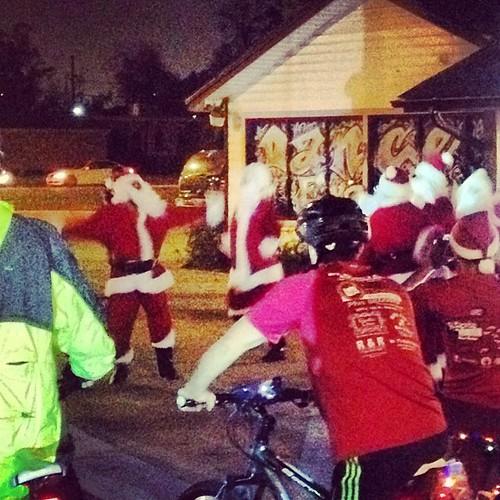 Dancing santas on the bike ride! #christmas