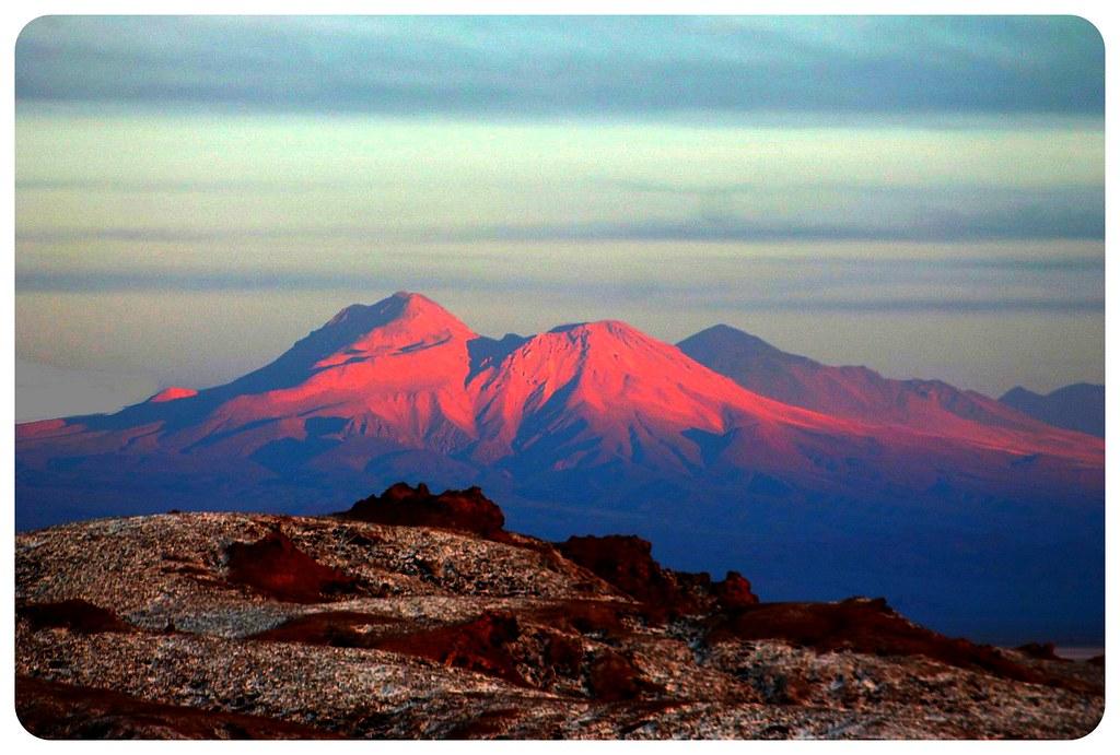 valle de la luna mountains at sunset