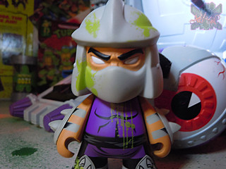 "Kidrobot :: ""TEENAGE MUTANT NINJA TURTLES"" - 'OOZE ACTION' GLOW IN THE DARK SHREDDER vii (( 2014 ))"