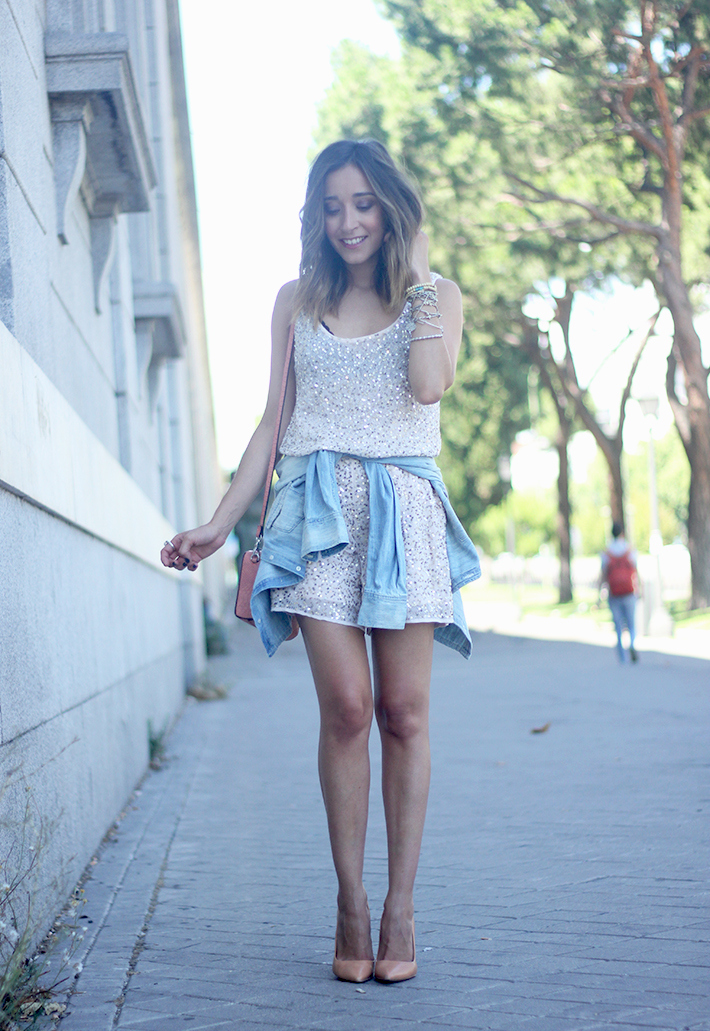 shorts and top with sequins summer outfits11