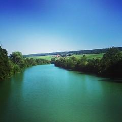 Un peu de #fraicheur auprès de notre chère #Marne #Champagne #Tarlant #depuis1687 #Vigneron #igersreims #ma_Champagne #riviere #Vallée